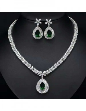 Van Cleef & Arpels Quality Necklace & Earrings #538130