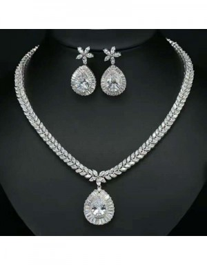 Van Cleef & Arpels Quality Necklace & Earrings #538131