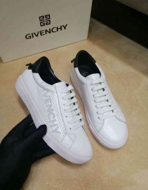 Givenchy Casual Shoes For Men #690366