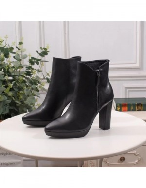 Yves Saint Laurent Boots For Women #709599