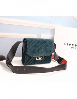 Givenchy AAA Quality Messenger Bags #749181