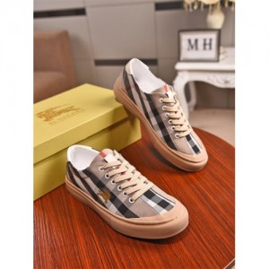 Burberry Casual Shoes For Men #759921