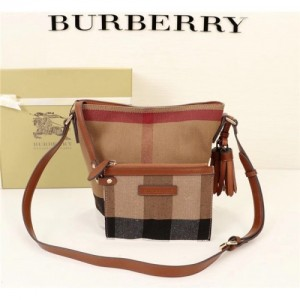 Burberry AAA Messenger Bags #760439