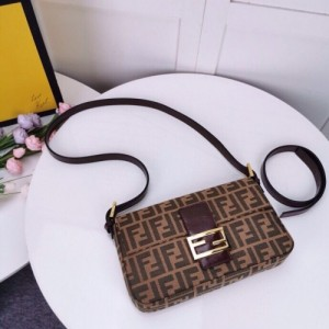 Fendi AAA Quality Messenger Bags For Women #762327