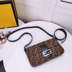 Fendi AAA Quality Messenger Bags For Women #762329