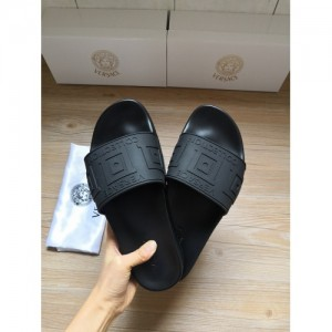 Versace Slippers For Women #767552