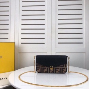 Fendi AAA Quality Messenger Bags For Women #769183