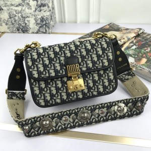 Christian Dior AAA Quality Messenger Bags #770325