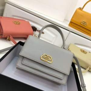 Balenciaga AAA Quality Handbags For Women #772996